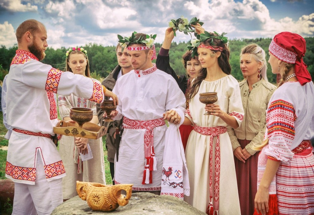 russian wedding traditions1.jpg